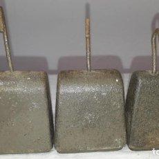 Antiquités: TRES PESAS DE HIERRO. Lote 257893745