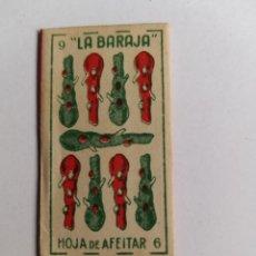 Antigüedades: HOJA DE AFEITAR - LA BARAJA - 9 DE BASTOS - HOJA CON FUNDA. Lote 257927545