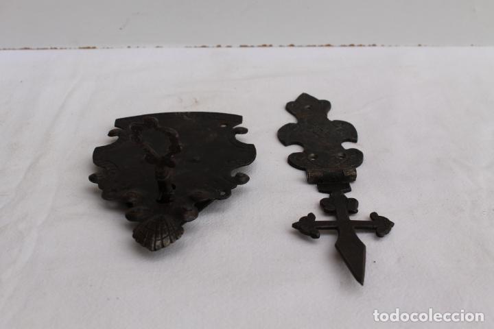 Antigüedades: HERRAJES PARA BARGUEÑO DEL SIGLO XVII - Foto 4 - 258266565