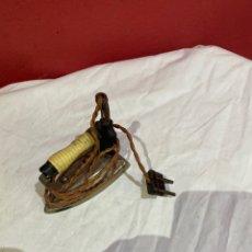 Antigüedades: PLANCHA ELÉCTRICA SUPER SOLA RUBIO . BUEN ESTADO. VER FOTOS. Lote 258515785