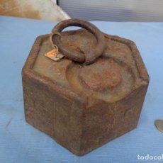 Antigüedades: ANTIGUA PESA EXÁGONAL DE 10 KILOS. Lote 258834475