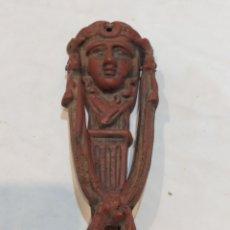 Antigüedades: IMPRESIONANTE LLAMADOR DE HIERRO FUNDIDO SIGLO XIX. Lote 258945780