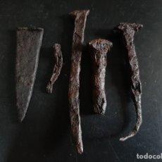 Antigüedades: CLAVOS MEDIEVALES. Lote 259219465