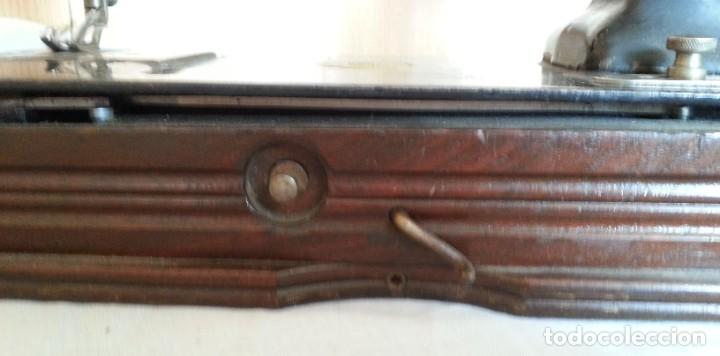 Antigüedades: Máquina de coser antigua. Marca Wheeler & Wilson. - Foto 9 - 259229095