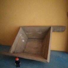 Oggetti Antichi: ANTIGUA GAVETA DE ALBAÑIL. Lote 259309665