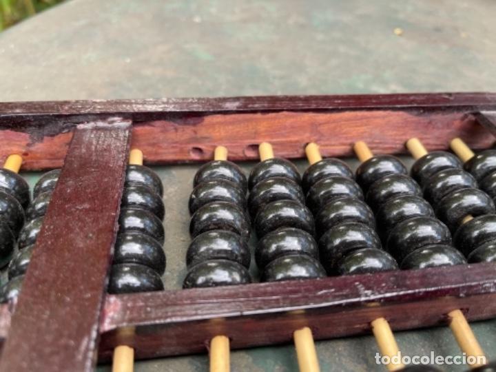 Antigüedades: Antiguo ábaco chino calculadora comercio China años 60 original madera y laton - Foto 2 - 259898180