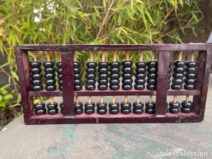 Antigüedades: Antiguo ábaco chino calculadora comercio China años 60 original madera y laton - Foto 3 - 259898180