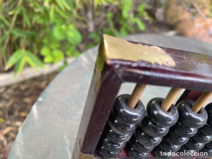 Antigüedades: Antiguo ábaco chino calculadora comercio China años 60 original madera y laton - Foto 4 - 259898180