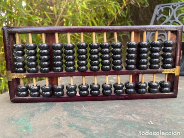 Antigüedades: Antiguo ábaco chino calculadora comercio China años 60 original madera y laton - Foto 6 - 259898180