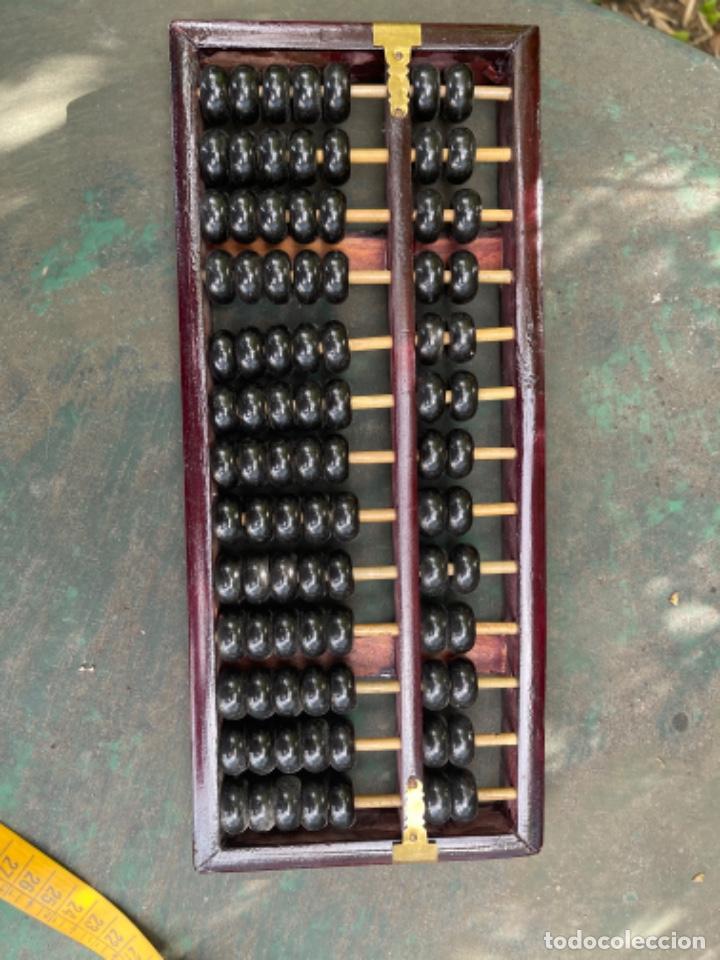 Antigüedades: Antiguo ábaco chino calculadora comercio China años 60 original madera y laton - Foto 8 - 259898180