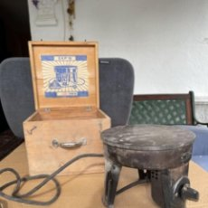 Antigüedades: ANTIGUA COCINA CALENTADOR INFIERNILLO ELÉCTRICO PROTÓN EKP 18 CAJA DE MADERA. Lote 260084915