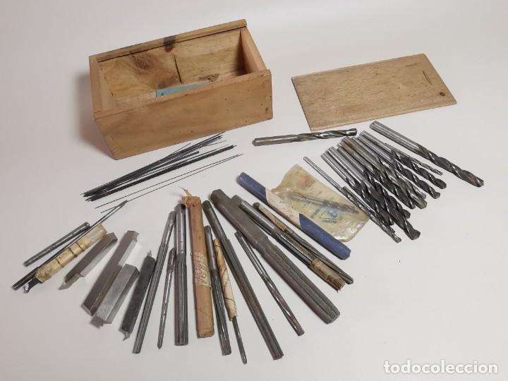 Antigüedades: IMPORTANTE LOTE MAS DE 50 PIEZAS UTILES ESCARIADORES -BROCAS-CUCHILLAS MECANICO AJUSTADOR TORNERO - Foto 2 - 260112175
