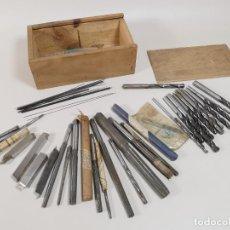 Antigüedades: IMPORTANTE LOTE MAS DE 50 PIEZAS UTILES ESCARIADORES -BROCAS-CUCHILLAS MECANICO AJUSTADOR TORNERO. Lote 260112175