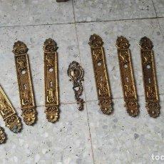 Antigüedades: LOTE HERRAJES PUERTA, 10 EMBELLECEDORES O BOCALLAVES ANTIGUOS EN RELIEVE.. Lote 260372825