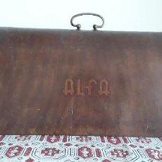 Antigüedades: CAPUCHA, TAPA, FUNDA MÁQUINA COSER ALFA. Lote 260430225