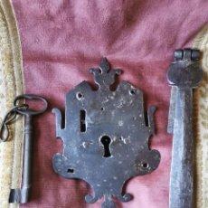 Antiquités: CERRADURA DE BAÚL O MUEBLE. SIGLO XVIII.. Lote 258837140