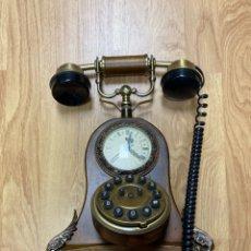 Teléfonos: TELÉFONO VINTAGE MADERA CON RELOJ. Lote 260468960