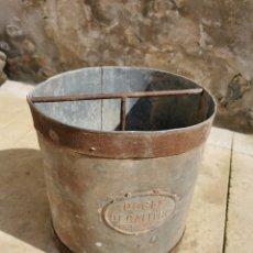 Antigüedades: MEDIDA GRANO, METÁLICA, DOBLE DECALITRO, TAFUNCA, BINÉFAR. Lote 260718300