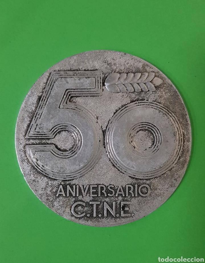 MEDALLA 50 ANIVERSARIO C.T.N.E. / COMPAÑÍA TELEFÓNICA NACIONAL ESPAÑOLA (Antigüedades - Técnicas - Teléfonos Antiguos)