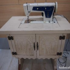 Antigüedades: MAQUINA COSER SINGER 801Z2, 801-Z2, CON MUEBLE. Lote 261203420