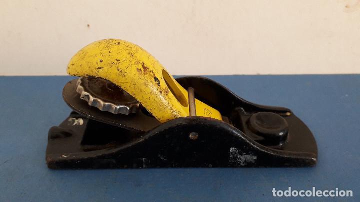 Antigüedades: cepillo stanley con cuchilla original de 4cm aprox, largo 17cm aprox - Foto 2 - 261559940