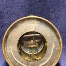 Antigüedades: BAROMETRO ANEROIDE TERMOMETRO DE PARED REAUMUR FAHRENHEIT GRA OPTICO OVIEDO PPIO S XX 16.5X6CMS. Lote 261656385