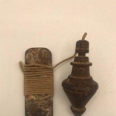 Antigüedades: ANTIGUA PLOMADA O NIVEL DE ALBAÑIL EN HIERRO.. Lote 261797070