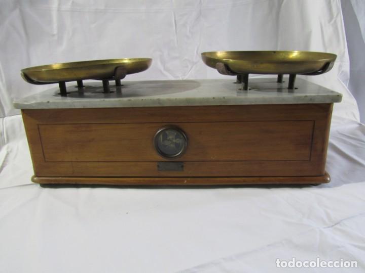 Antigüedades: Báscula o balanza madera y mármol, bandejas de latón, Alfonso García Constructor Madrid 10 kg - Foto 3 - 262059510