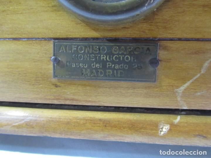 Antigüedades: Báscula o balanza madera y mármol, bandejas de latón, Alfonso García Constructor Madrid 10 kg - Foto 5 - 262059510