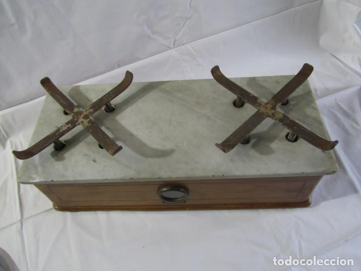 Antigüedades: Báscula o balanza madera y mármol, bandejas de latón, Alfonso García Constructor Madrid 10 kg - Foto 9 - 262059510