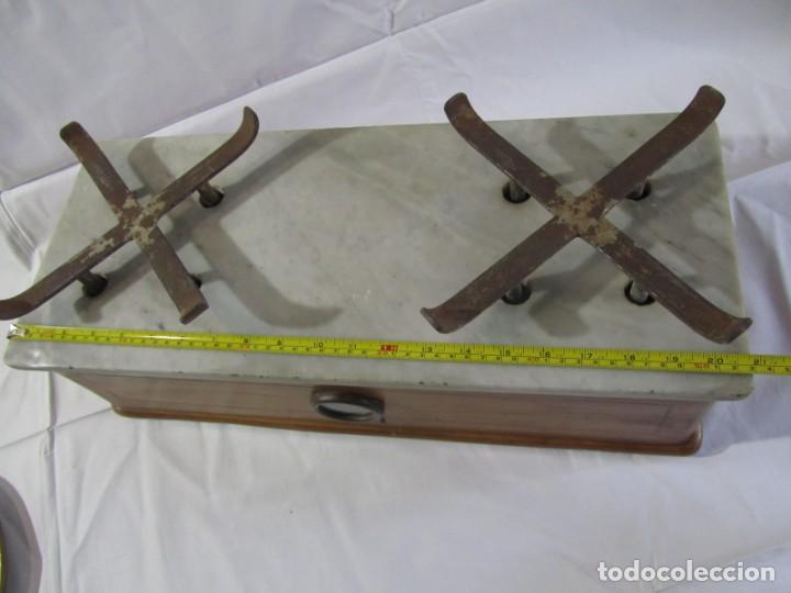 Antigüedades: Báscula o balanza madera y mármol, bandejas de latón, Alfonso García Constructor Madrid 10 kg - Foto 10 - 262059510