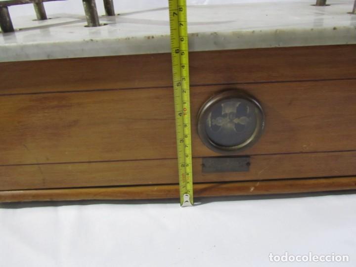 Antigüedades: Báscula o balanza madera y mármol, bandejas de latón, Alfonso García Constructor Madrid 10 kg - Foto 13 - 262059510