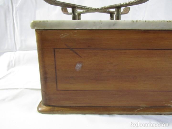 Antigüedades: Báscula o balanza madera y mármol, bandejas de latón, Alfonso García Constructor Madrid 10 kg - Foto 16 - 262059510