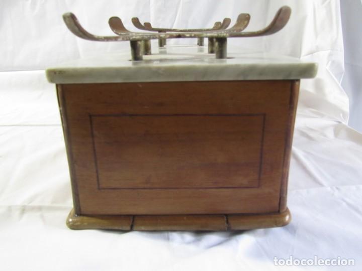 Antigüedades: Báscula o balanza madera y mármol, bandejas de latón, Alfonso García Constructor Madrid 10 kg - Foto 18 - 262059510