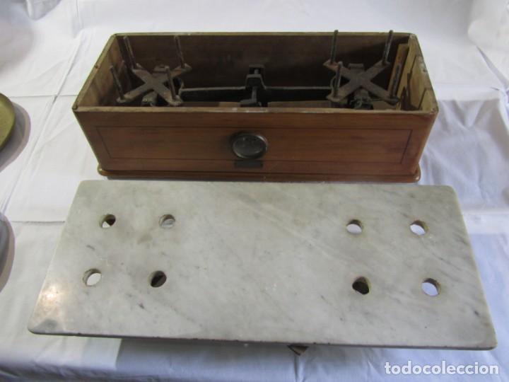 Antigüedades: Báscula o balanza madera y mármol, bandejas de latón, Alfonso García Constructor Madrid 10 kg - Foto 19 - 262059510