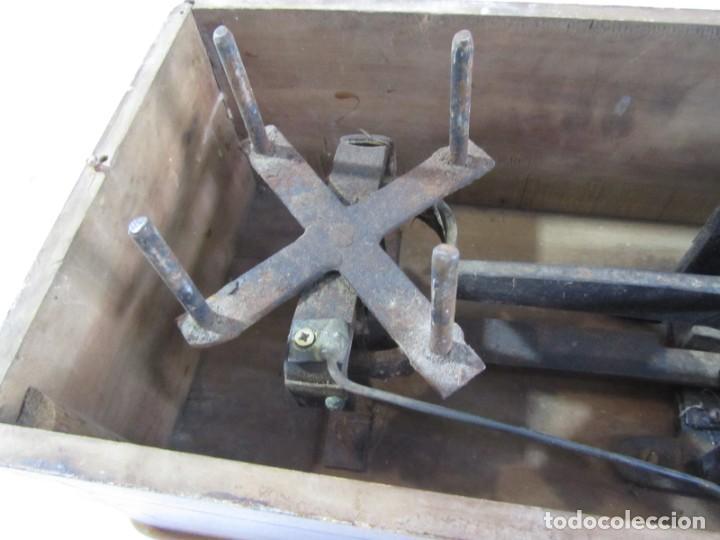 Antigüedades: Báscula o balanza madera y mármol, bandejas de latón, Alfonso García Constructor Madrid 10 kg - Foto 21 - 262059510