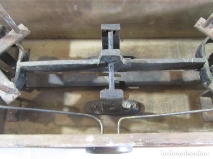 Antigüedades: Báscula o balanza madera y mármol, bandejas de latón, Alfonso García Constructor Madrid 10 kg - Foto 22 - 262059510