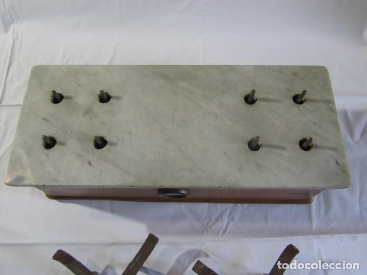 Antigüedades: Báscula o balanza madera y mármol, bandejas de latón, Alfonso García Constructor Madrid 10 kg - Foto 24 - 262059510