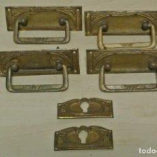 Antigüedades: JUEGO DE CUATRO TIRADORES DE BRONCE. Lote 262095380