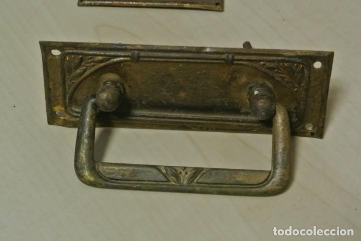 Antigüedades: JUEGO DE CUATRO TIRADORES DE BRONCE - Foto 3 - 262095380