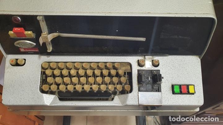 Antigüedades: Antiguo teletipo fabricación española, solo recogida en tienda - Foto 2 - 262216085