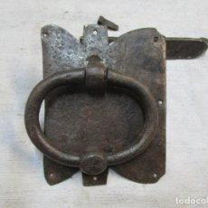 Antigüedades: FINALES XIX - ALDABA ALDABON TIRADOR LLAMADOR - FORJA HERRERO - BELLO CONJUNTO - VER FOTOS + INFO. Lote 262465970