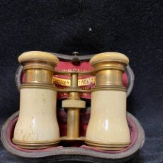 Antigüedades: ANTIGUO BINOCULAR DE TEATRO DE BRONCE Y MARFIL MARCA R.TREUER - BERLIN DE LOS AÑOS 20-30. Lote 262526325