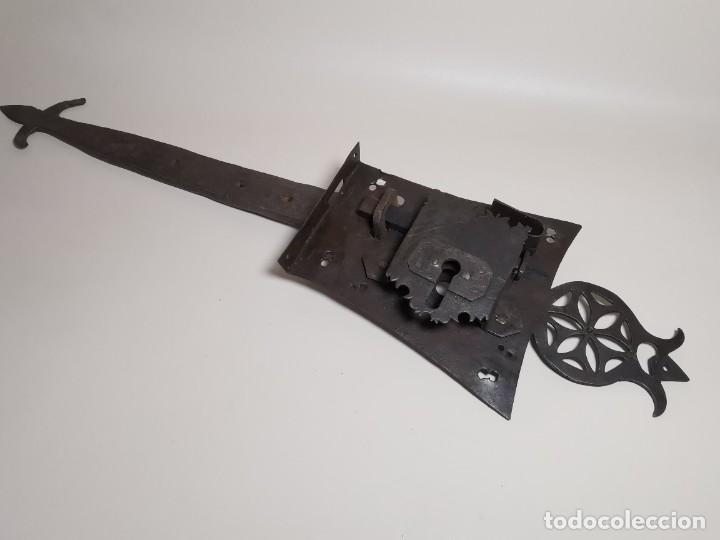 Antigüedades: IMPORTANTE CERRADURA GRAN TAMAÑO FORJA DE MAESTRIA CATALANA . SIGLO XVII-XVIII SIN LLAVE - Foto 2 - 262535685