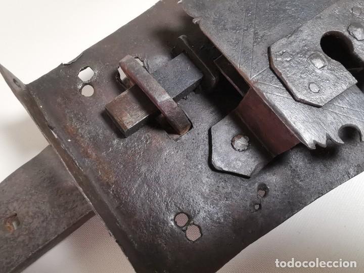 Antigüedades: IMPORTANTE CERRADURA GRAN TAMAÑO FORJA DE MAESTRIA CATALANA . SIGLO XVII-XVIII SIN LLAVE - Foto 10 - 262535685