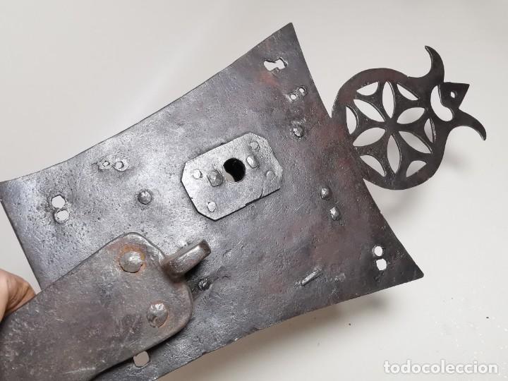 Antigüedades: IMPORTANTE CERRADURA GRAN TAMAÑO FORJA DE MAESTRIA CATALANA . SIGLO XVII-XVIII SIN LLAVE - Foto 13 - 262535685