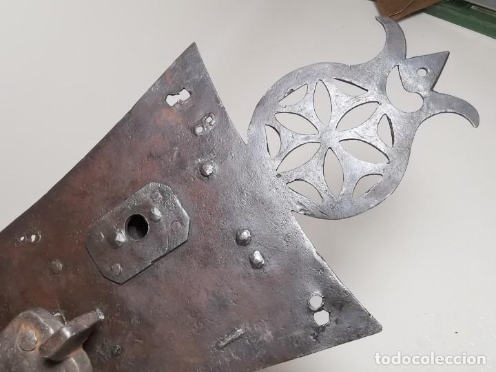 Antigüedades: IMPORTANTE CERRADURA GRAN TAMAÑO FORJA DE MAESTRIA CATALANA . SIGLO XVII-XVIII SIN LLAVE - Foto 14 - 262535685