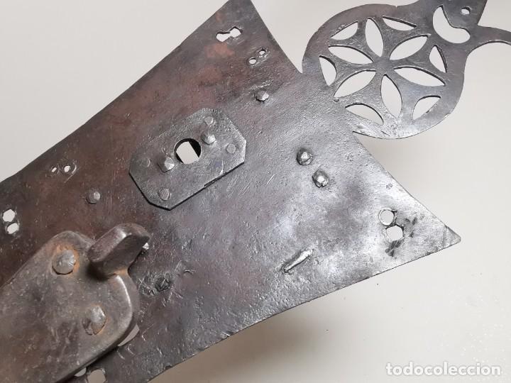 Antigüedades: IMPORTANTE CERRADURA GRAN TAMAÑO FORJA DE MAESTRIA CATALANA . SIGLO XVII-XVIII SIN LLAVE - Foto 15 - 262535685