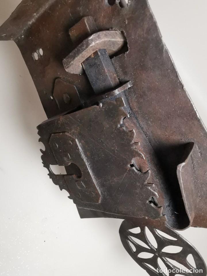Antigüedades: IMPORTANTE CERRADURA GRAN TAMAÑO FORJA DE MAESTRIA CATALANA . SIGLO XVII-XVIII SIN LLAVE - Foto 20 - 262535685