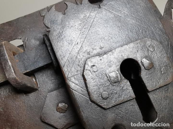 Antigüedades: IMPORTANTE CERRADURA GRAN TAMAÑO FORJA DE MAESTRIA CATALANA . SIGLO XVII-XVIII SIN LLAVE - Foto 33 - 262535685